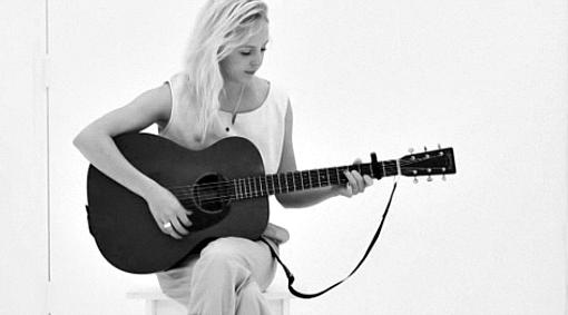 LauraMarling1