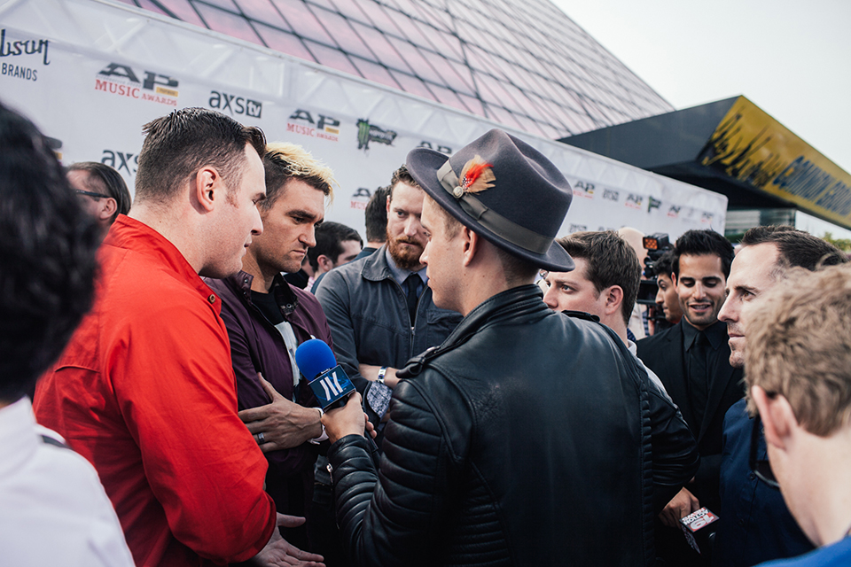Brian Dales speaking with New Found Glory on the live idobi broadcast