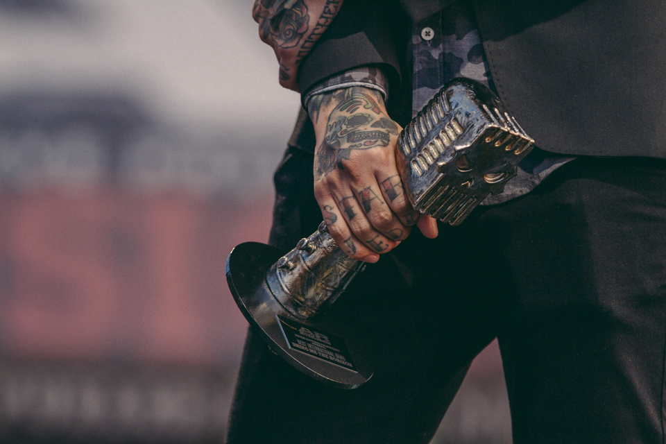 Tony Perry of Pierce The Veil holding a Skully Award