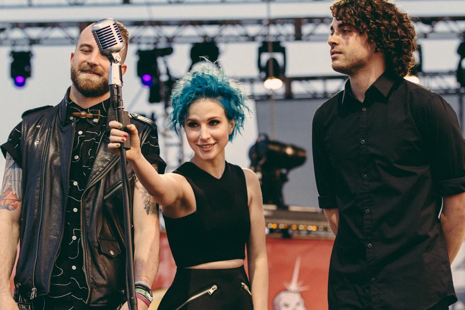 Paramore introducing Twenty One Pilots