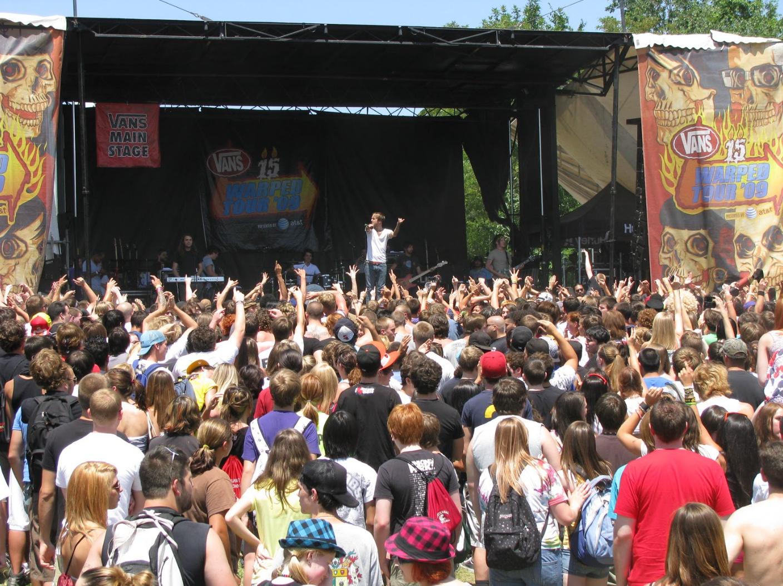 Warped crowd 2009